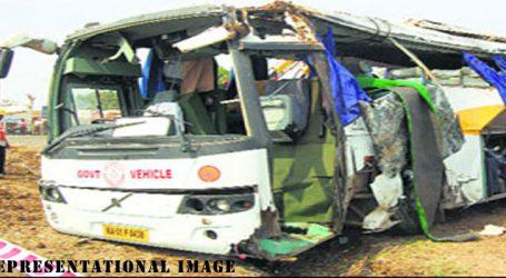 Eight killed in bus accident in Karnataka