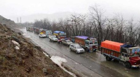 Only one-way traffic resumes on Kashmir highway after 4 days