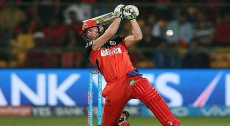 AB de Villiers (57) guides RCB to 4 wicket win against Kings XI Punjab
