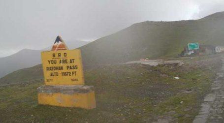 Kashmir : Sadhna and Razdan passes remained closed after fresh snowfall