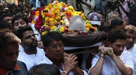 Tears flow freely from Sachin Tendulkar to Vinod Kambli eyes at farewell to guru Ramakant Achrekar